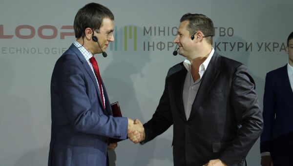 Министр инфраструктуры Украины Владимир Омелян и исполнительный директор Нyperloop Transportation Technologies Дирк Алборн