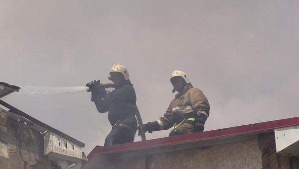 Ликвидация пожара в гостевом доме Арсенал в Евпатории, Крым. 21 июня 2018