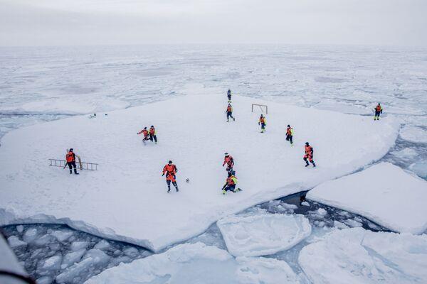Футбол на льдине Гренландия