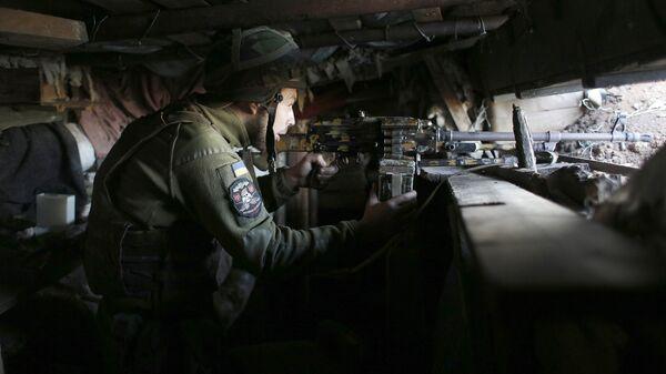Украинский военный у поселка Зайцево в Донецкой области, Украина. 21 июня 2018