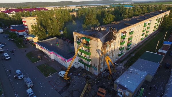 Ликвидация последствий взрыва газа в жилом доме в городе Заинск, Татарстан. Архивное фото