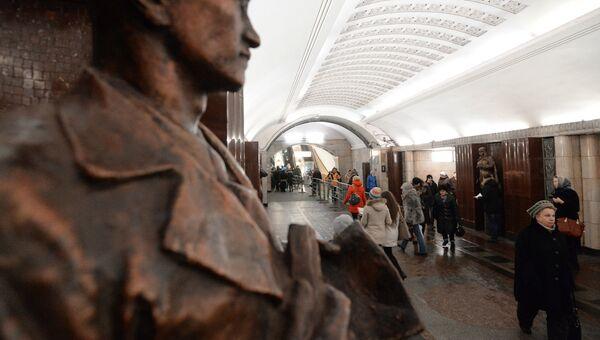 Пассажиры станции Бауманская Арбатско-Покровской линии. Архивное фото