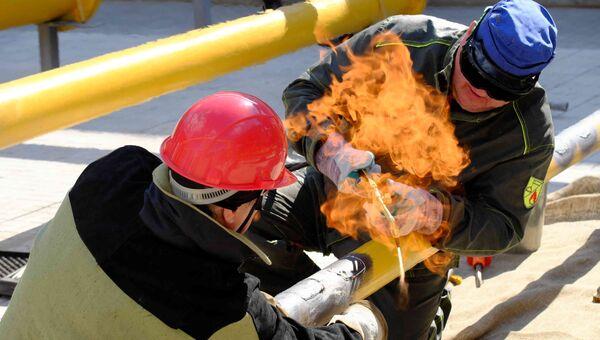 Сотрудники компании Мосгаз во время работы на газопроводе. Архивное фото