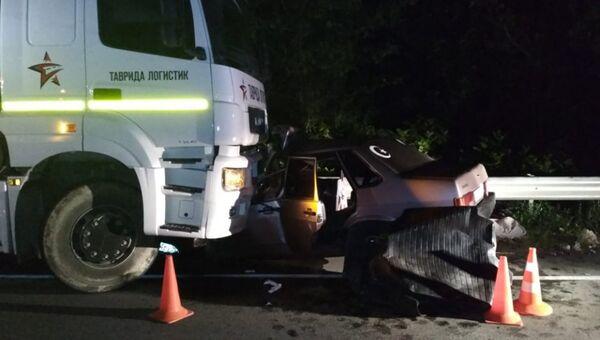 ДТП с участием грузового автомобиля Камаз и легкового автомобиля ВАЗ-21099 на трассе Симферополь - Николаевка. 3 июля 2018