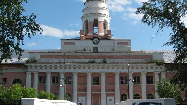 Башня главного корпуса Ижевского оружейного завода. Архивное фото