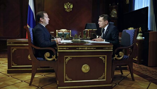 Дмитрий Медведев и генеральный директор Государственной корпорации по атомной энергии Росатом Алексей Лихачёв во время встречи. 3 июля 2018