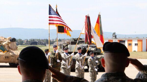 Американские военные на аэродроме армии США в Висбадене, Германия
