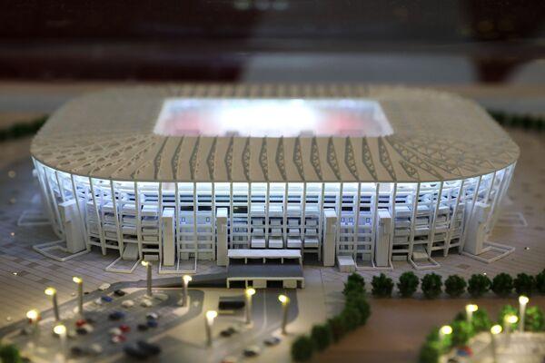 Макет стадиона Ras Abu Aboud Stadium, представленный на выставке футбольной атрибутики Qatar @RoadTo2022 Exhibition в ГУМе в Москве