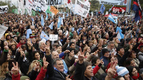 В Аргентине проходят массовые акции протеста против выделения кредита МВФ