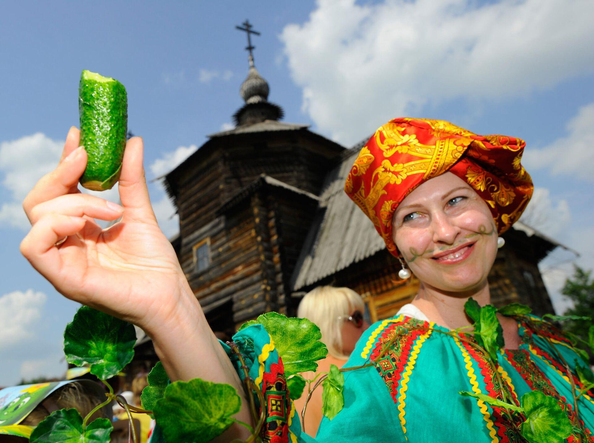 Участница ежегодного традиционного Праздника Огурца в Суздале - РИА Новости, 1920, 08.07.2021