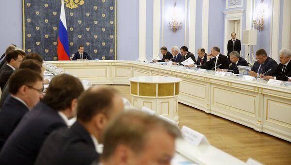Дмитрий Медведев проводит заседание правительственной комиссии по вопросам социально-экономического развития Северо-Кавказского федерального округа. 11 июля 2018