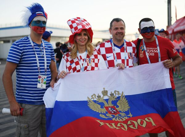 Болельщики перед матчем ЧМ-2018 между сборными России и Хорватии в Сочи