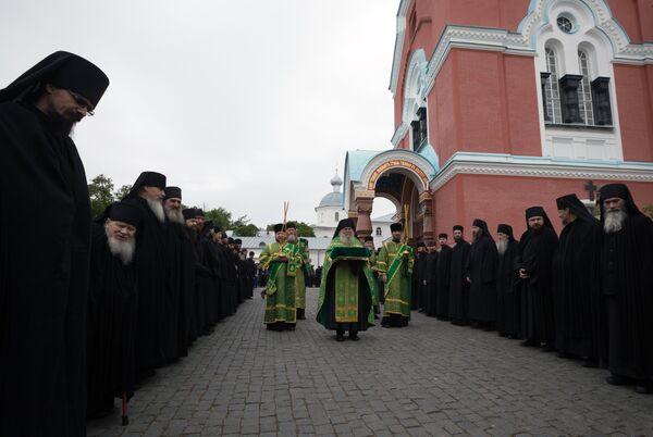 Насельники Валаамского монастыря встречают патриарха Кирилла в день празднования памяти преподобных Сергия и Германа (11 июля)