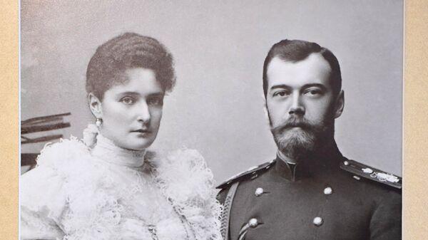 Фотография Императора Николая II и Императрицы Александры Федоровны в музее святой царской семьи в Екатеринбурге