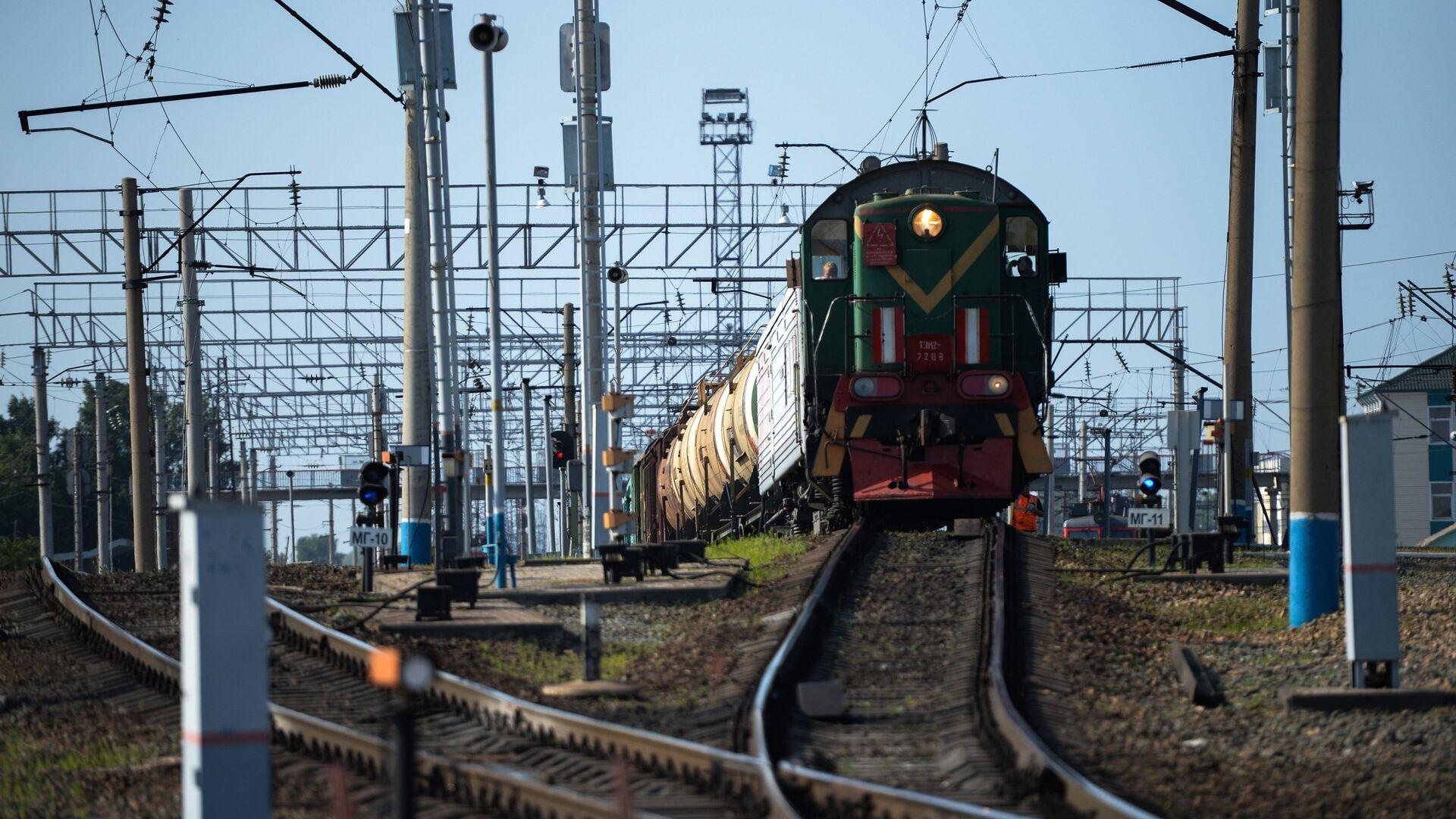 В Краснодарском крае автомобиль столкнулся с поездом