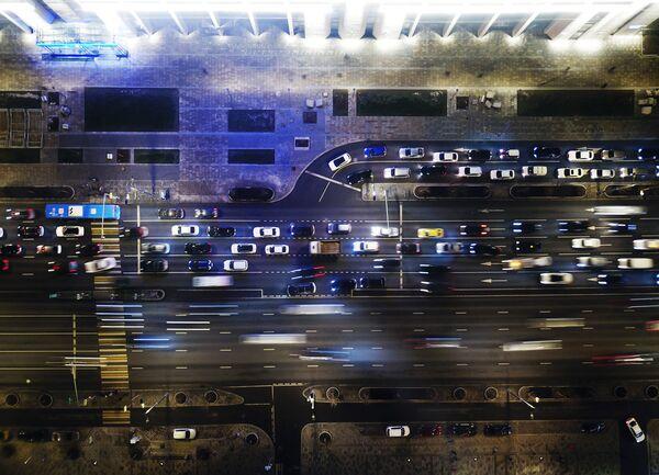 Движение транспорта по Садовому кольцу в Москве