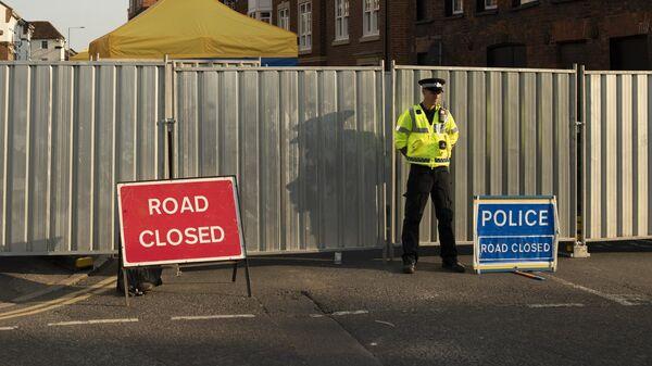 Полицейский на улице Ролленстоун стрит в бриатнском Солсбери
