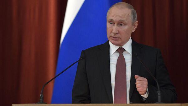 Президент РФ Владимир Путин на совещании послов и постоянных представителей РФ. 19 июля 2018