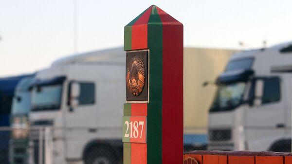 Пограничный столб на территории пограничного контрольно-пропускного пункта Козловичи в Брестской области