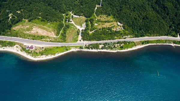 Трасса А-147 в районе поселка Лермонтово вдоль Черноморского побережья