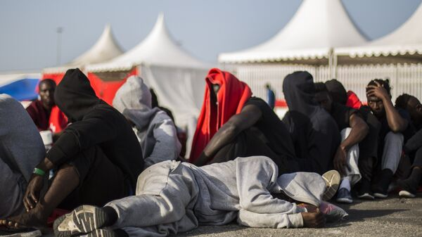 Мигранты в испанском порту Альхесирас (Algeciras)