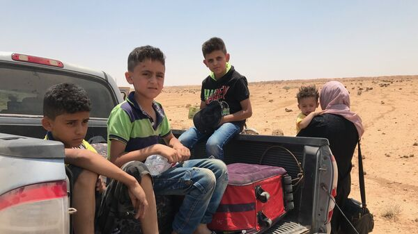 Сирийская семья на границе с Иорданией в провинции Дераа. Архивное фото