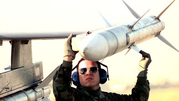 Ракета класса воздух-воздух AIM-120 AMRAAM. Архивное фото