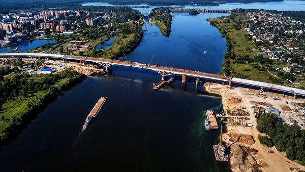 Строительство автомобильного моста через реку Волгу. 9 августа 2018