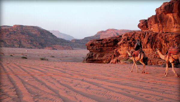 Бедуин в пустыне Вади-Рам в Иордании