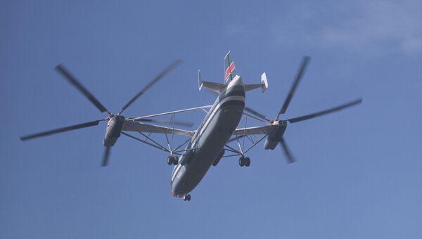 Сверхтяжелый двухвинтовой вертолет В-12 (МИ-12), разработанный в СССР. Архивное фото