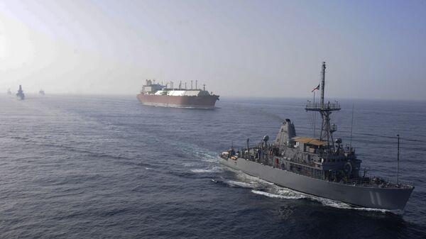 Флот ВМС США сопровождает танкер для перевозки СПГ. Архивное фото
