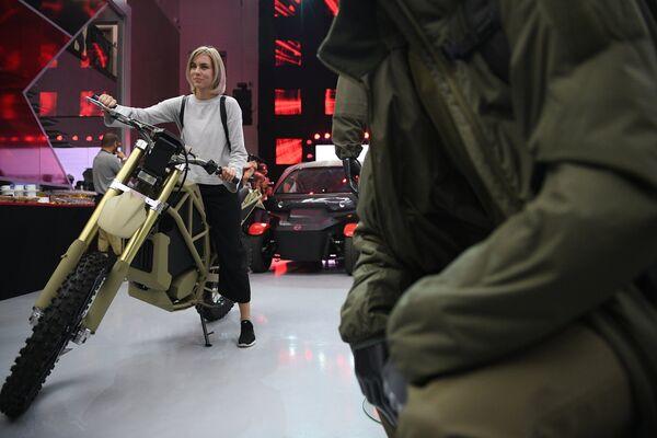 Электрический мотоцикл Иж на презентации новых разработок концерна Калашников в рамках IV Международного военно-технического форума Армия-2018 в КВЦ Патриот