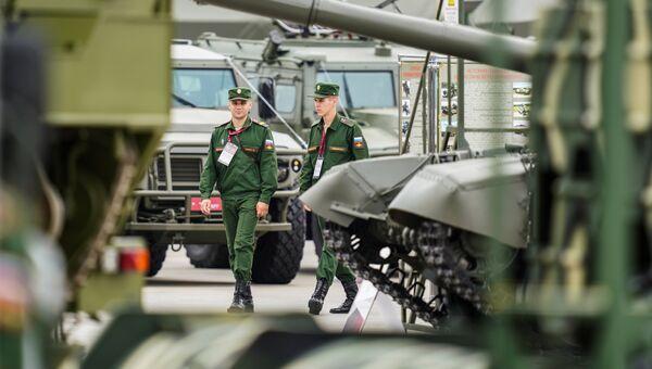Военнослужащие на выставке Армия России – завтра в рамках IV Международного военно-технического форума Армия-2018 в Кубинке