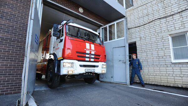Выезд автомашины по пожарной тревоге из специализированной пожарно-спасательной части №1 города Тамбова