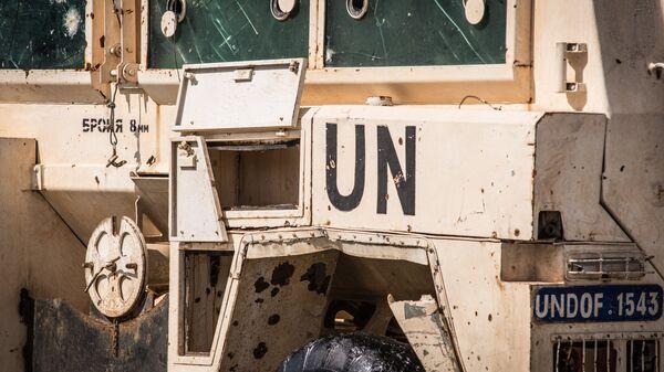 Символика миссии ООН и следы попаданий на борту бронеавтомобиля RG-31