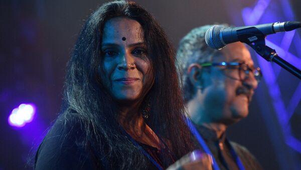 Участница индийского музыкального коллектива Rajeev raja combine Чанданабала Калян во время выступления на 16-м международном музыкальном фестивале Koktebel Jazz Party
