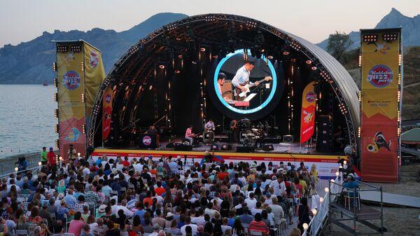 Китайская группа Sedar Band выступает на 16-м международном музыкальном фестивале Koktebel Jazz Party