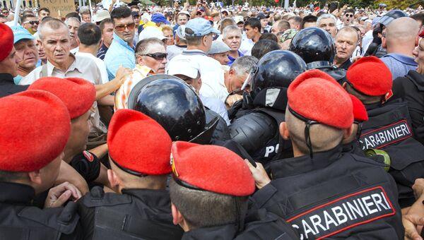 Акция протеста с требованием отставки правительства в Кишиневе, Молдавия. 26 августа 2018