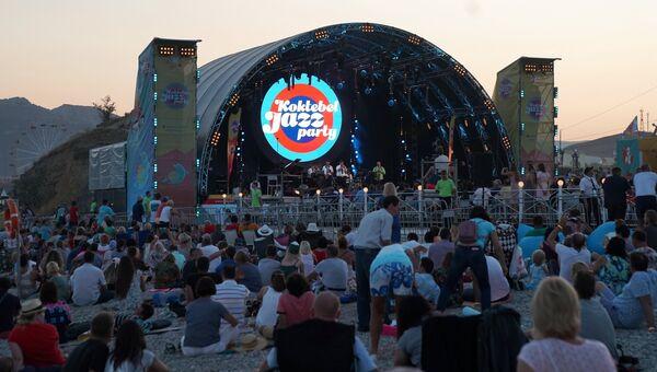 Зрители на 16-м международном музыкальном фестивале Koktebel Jazz Party