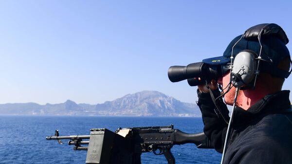 Американский военный на борту эсминца ВМС США Ross у берегов Испании в Средиземном море. 17 августа 2018
