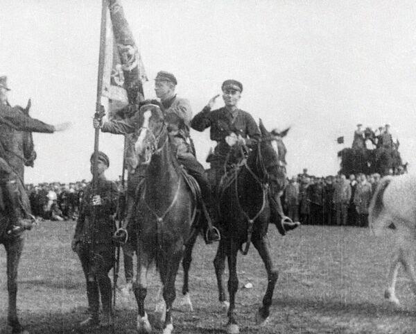 Михаил Тухачевский на праздновании десятилетия кавалерийской дивизии Ленинградского военного округа