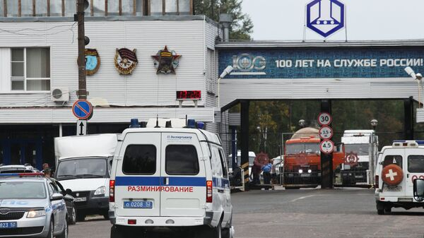 Автомобиль службы разминирования у главной проходной Завода имени Я. М. Свердлова. 31 августа 2018