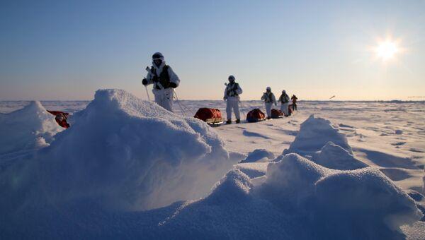 Участники комплексной экспедиции к Северному полюсу, организованной Экспедиционным центром Министерства обороны РФ в Арктике. Архивное фото
