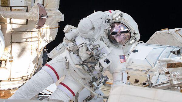 Астронавт НАСА Эндрю Фойстел во время выхода в открытый космос на МКС