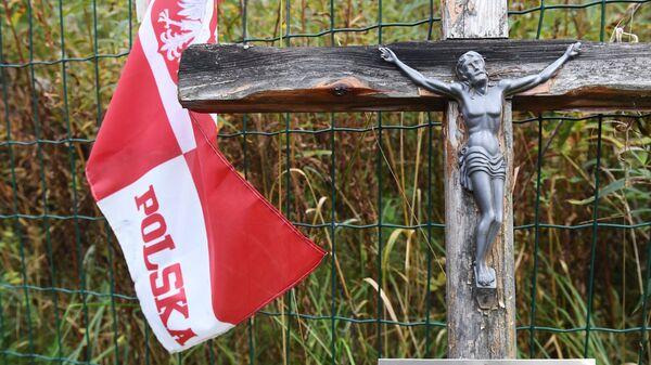 Мемориал на месте падения самолета Ту-154М президента Польши Леха Качиньского