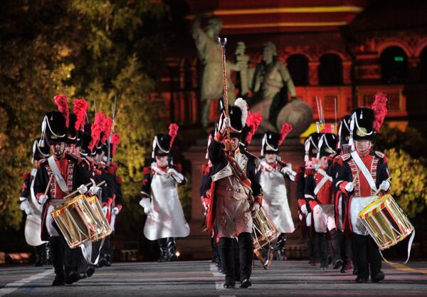 Корпус «Старых гренадеров» Женевы выступает на закрытии XI Международного военно-музыкального фестиваля Спасская башня