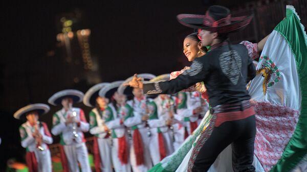 Творческий коллектив Банда Монументаль выступает на закрытии XI Международного военно-музыкального фестиваля Спасская башня. Архивное фото