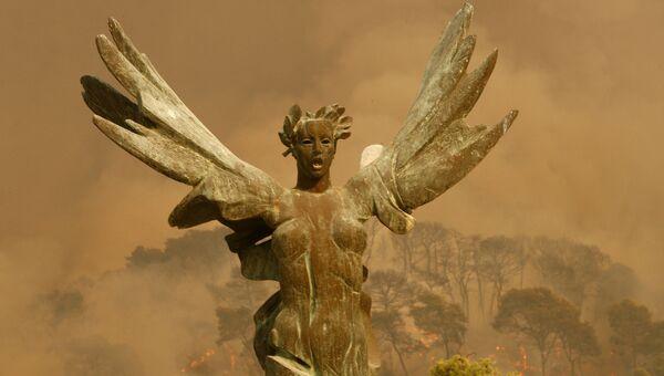 Крылатая статуя победы неподалеку от Олимпии, Греция