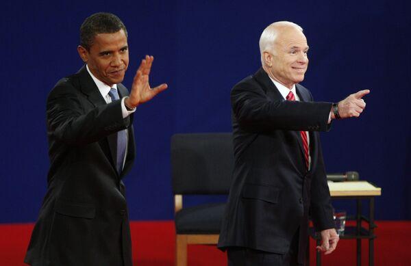 Кандидаты в президенты США Барак Обама и Джон Маккейн во время предвыборных теледебатов