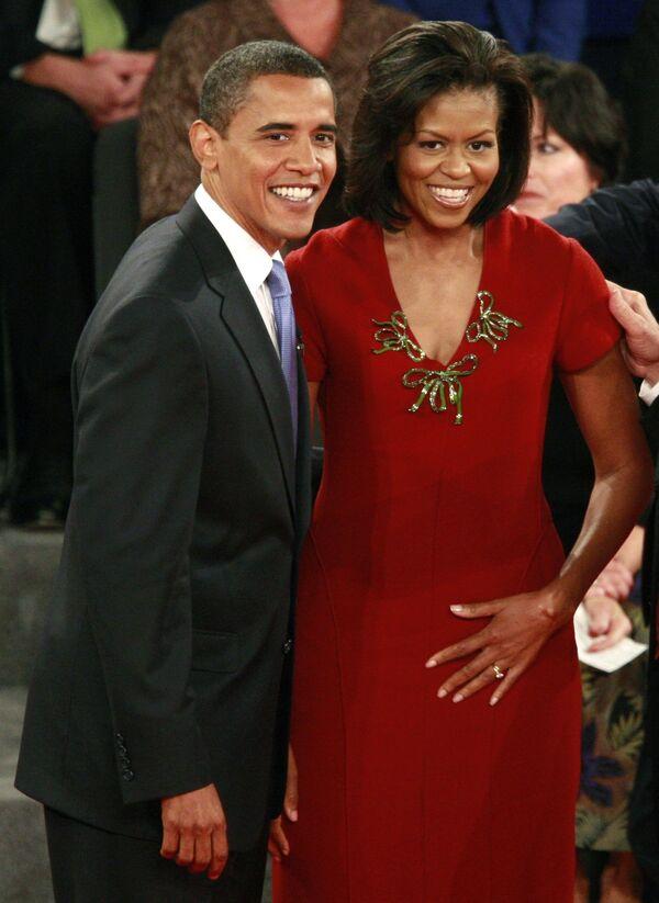 Кандидат в президенты США Барак Обама с супругой Мишель во время предвыборных теледебатов
